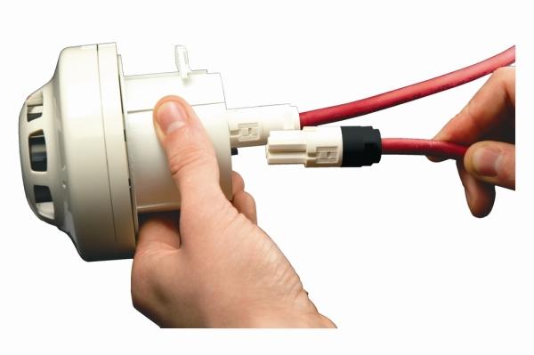 Smart-fix_sensor_base_with_cables_hand_pluggingcmyk300dpi